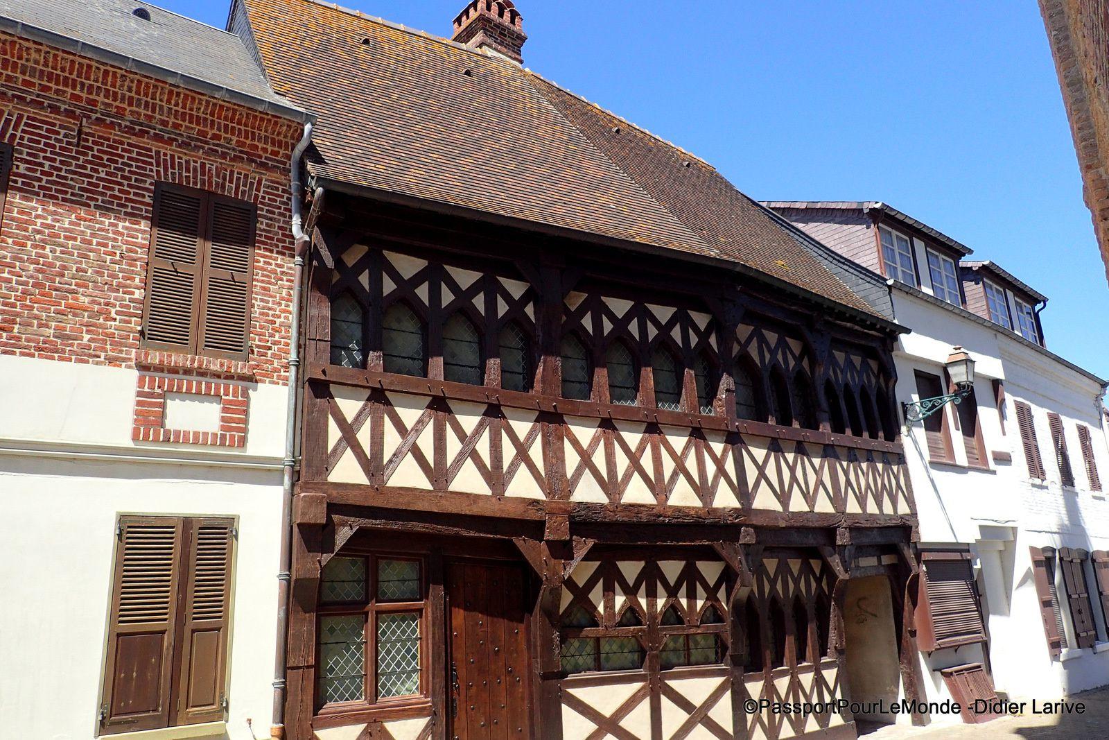 Ancienne maison du XVe siècle, avec structure à Colombages