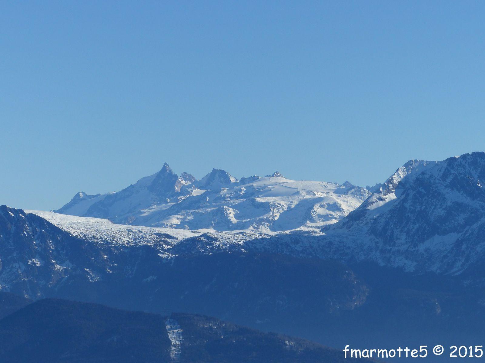 Vers l'est l'Oisans : la Meije, le Râteau et le Glacier des Mont de Lans