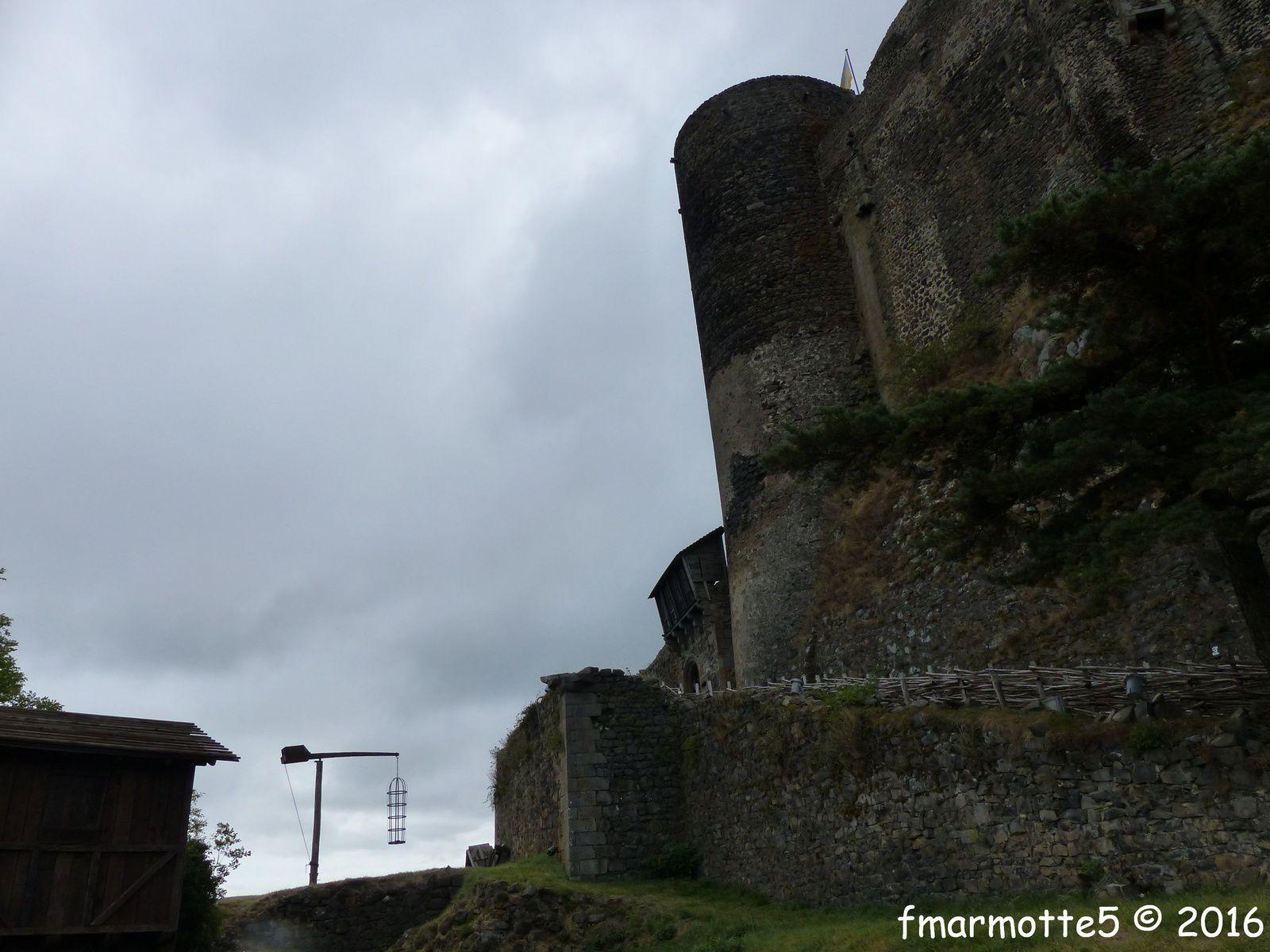 Ambiance «Châteaunoir» à Murol.