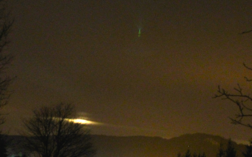 "Crédit photo MUFON. Scott C. Waring su site ""Ufo Sightings Daily"" a agrandi la photo, et l'on voit un ovni vert. Ovni à Cajarc le 28 mars 2016."