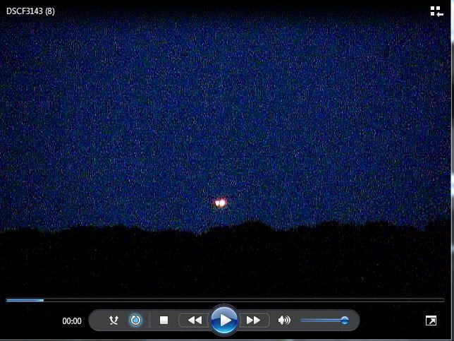 Photo 1 : j'ai extrait cette image de la vidéo. On voit l'ovni vers le milieu. A Blois, le soir du 24 septembre 2016..