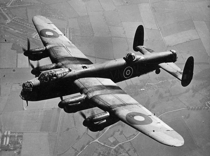 Photo : ici un avion bombardier Avro Lancaster...