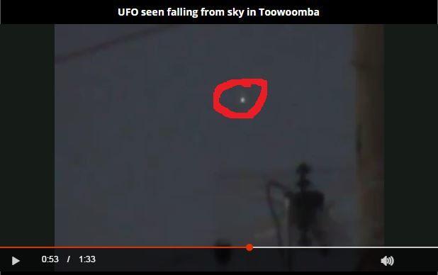 Photo : j'ai extrait cette image de la vidéo, et entouré en rouge l'ovni. A Toowoomba, en Australie...
