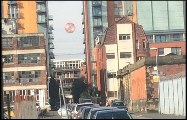 "Ovni à Manchester, en 2012. Sur le site de Scott C. Waring ""Ufo Sightings Daily""..."