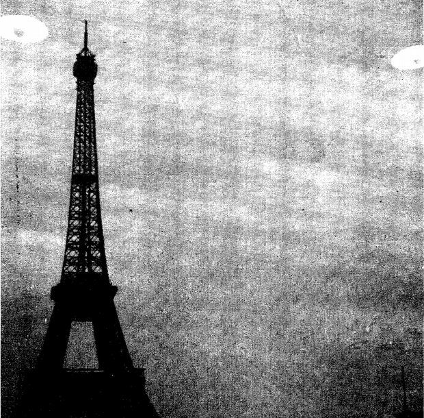 Photo : document CIA. Ovni près de la Tour Effeil...