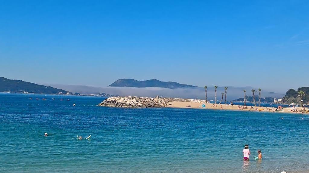 Crédit photo Christian Macé. J'ai pris cette première photo à partir des plages du Mourillon, à Toulon. Ce nuage au-dessus de La Seyne-sur-Mer. C'était hier matin le mercredi 14 juin 2017...