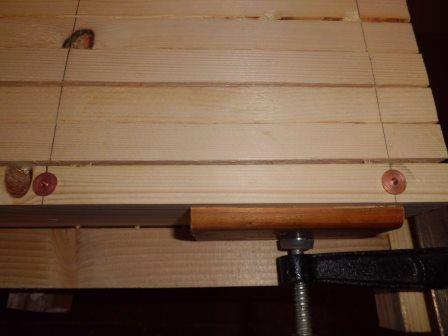 faire une table basse avec une palette en bois etape 4. Black Bedroom Furniture Sets. Home Design Ideas