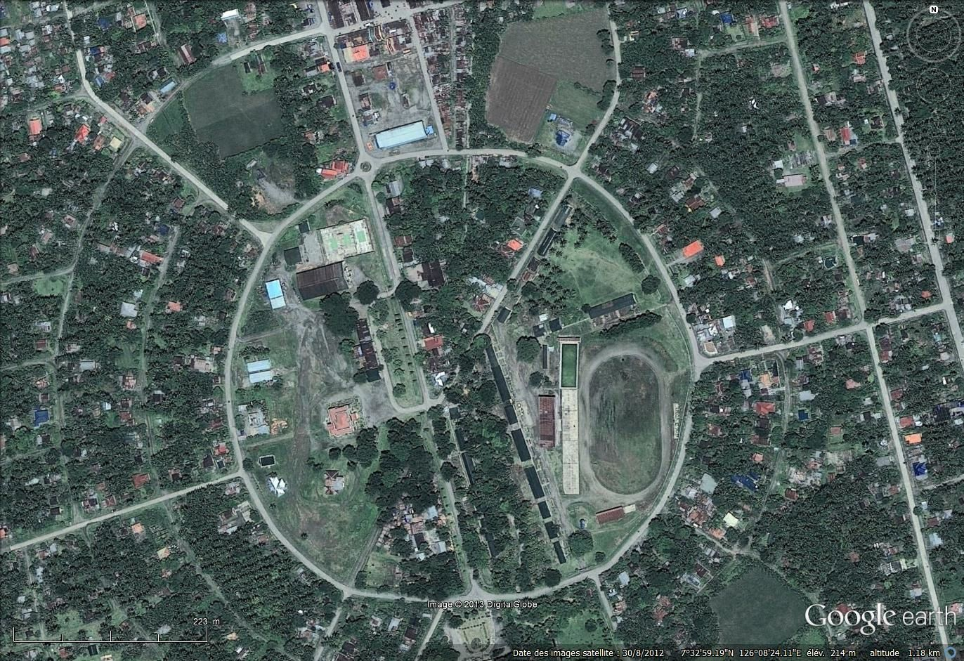 A quelques dizaines de kilomètres, la ville nouvelle de New Bataan (imagerie Google earth, 2012)