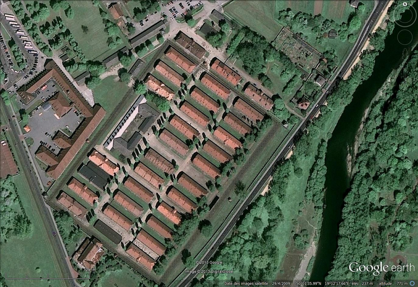 Le camp d'Auschwitz en Pologne, Google earth 2009 : plus d'un million de victimes de la folie humaine
