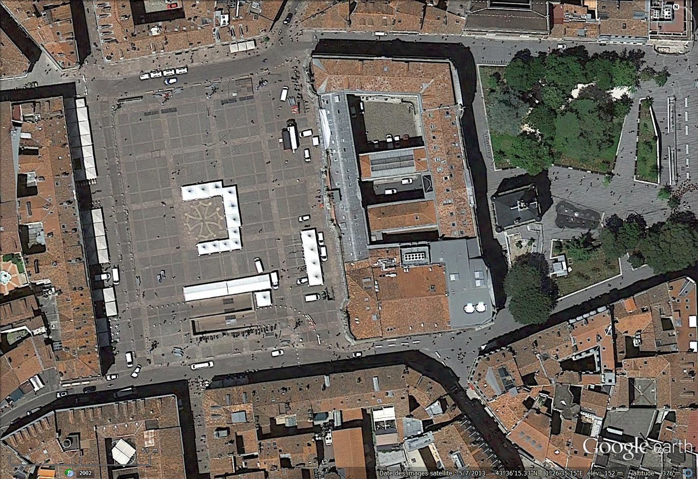 La place du Capitole vue en 213 par satellite via Google earth