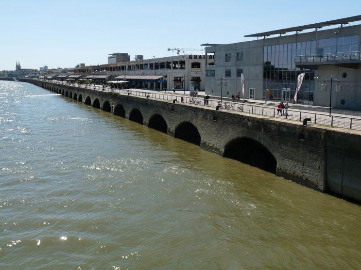 Sur les quais, Bordeaux