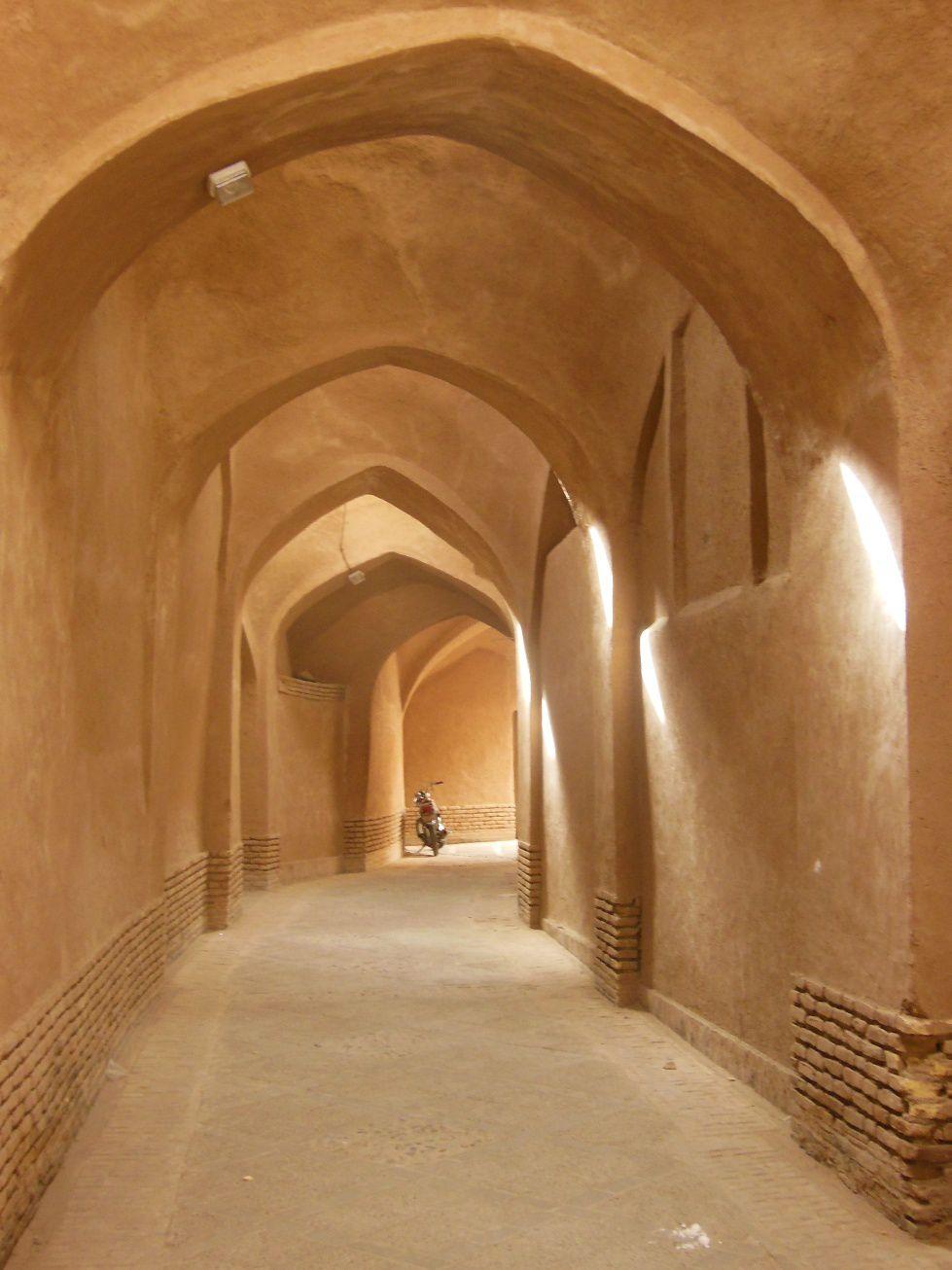 Chercheurs d'eau et attrapeurs de vent dans le désert : la ville-oasis de Yazd (Iran)