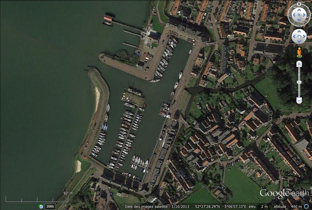 L'île, le port, les moutons via Google earth