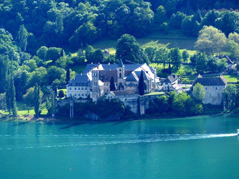 Le lac du Bourget et Hautecombe