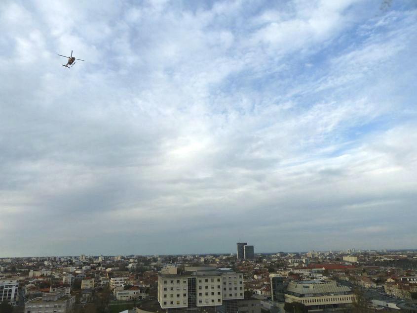 Tripode, un jour de mars : vue sur Bordeaux