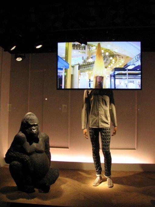 Quand les reproductions d'animaux d'Afrique de NLC DECO se font admirer parmis les plus belles vitrines de Paris