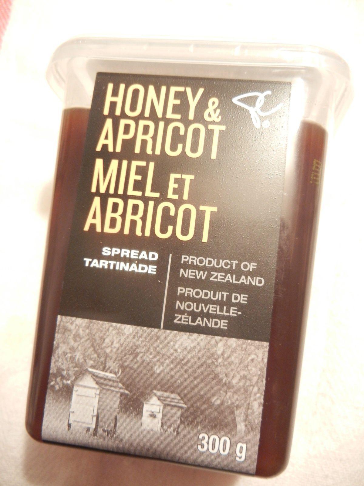 Une tartinade au miel et abricots. Elle va être parfaite avec la brioche que j'ai faite ! (et cette brioche... OMG, elle est trop bonne !)