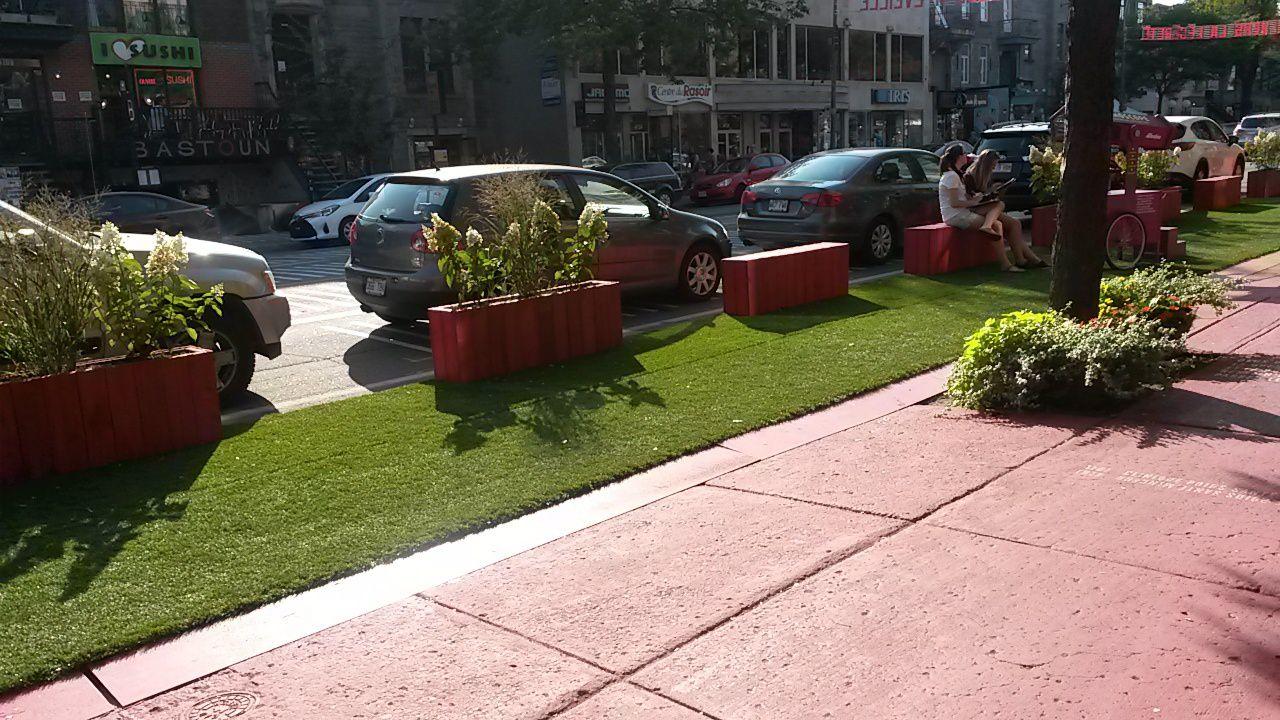 Terrasse Rouge St Denis : Terrasse St Denis ou comment voir la vie en rouge! A