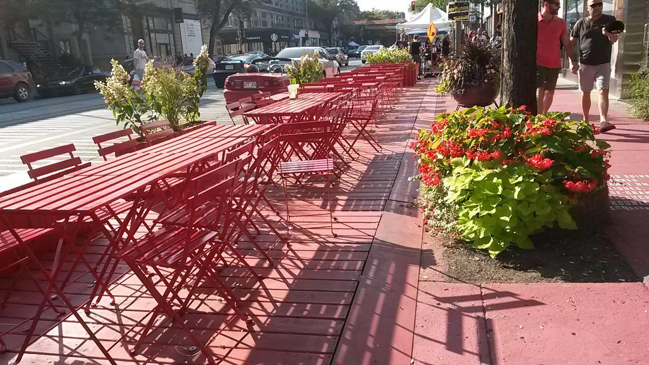 Terrasse St Denis ou comment voir la vie en rouge! A