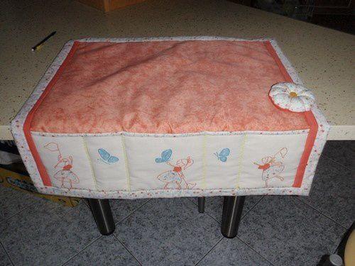 adorable tapis de machine à coudre et coussin d'aiguilles, que ma soeur a reçu en cadeau