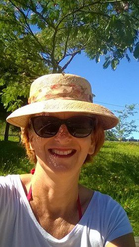 et moi !!! le chapeau et les lunettes obligent, pour cause migraine :( même en vavances