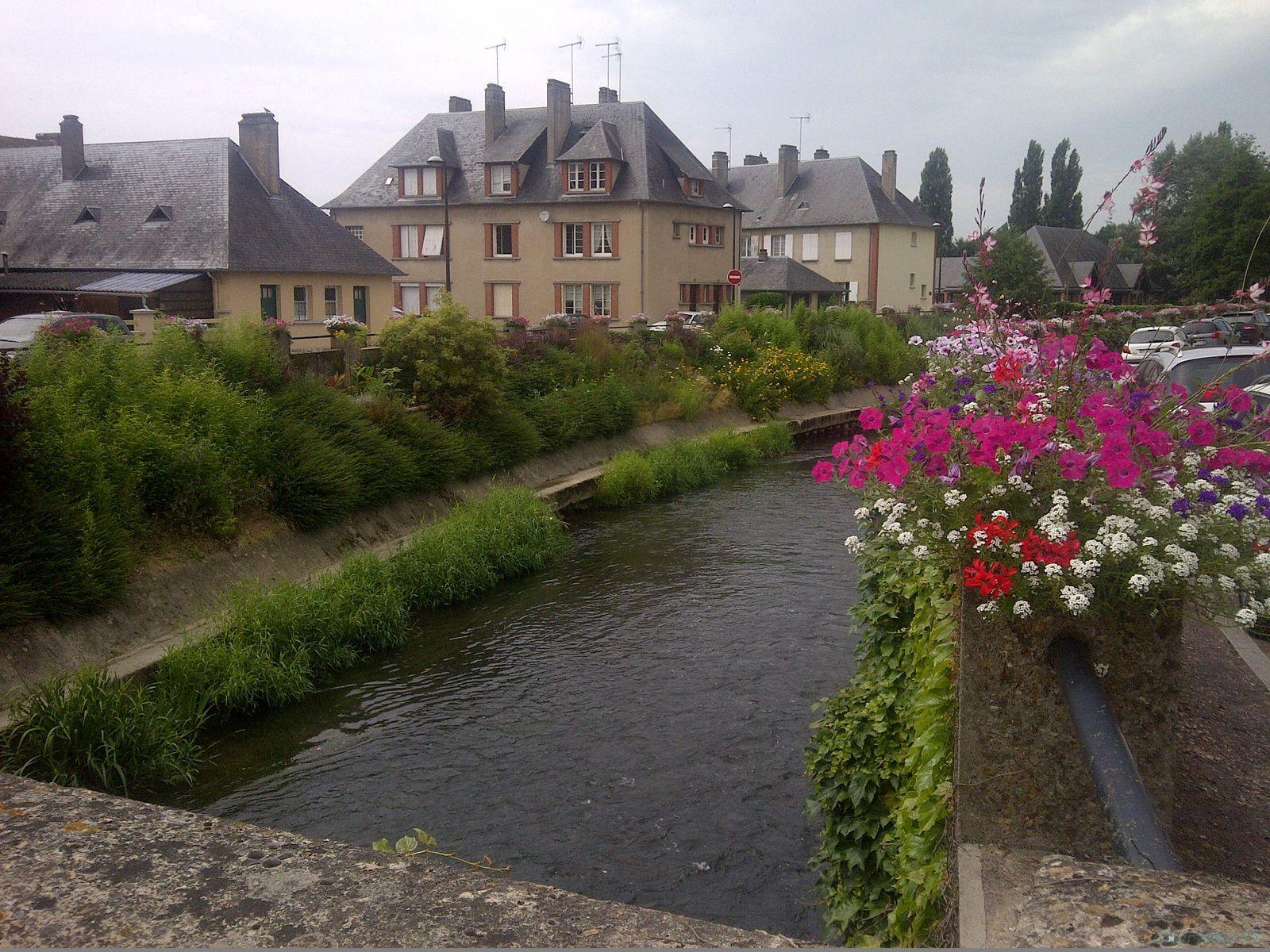 Normandie en camping car pont l 39 v que le blog de - Piscine pont l eveque ...