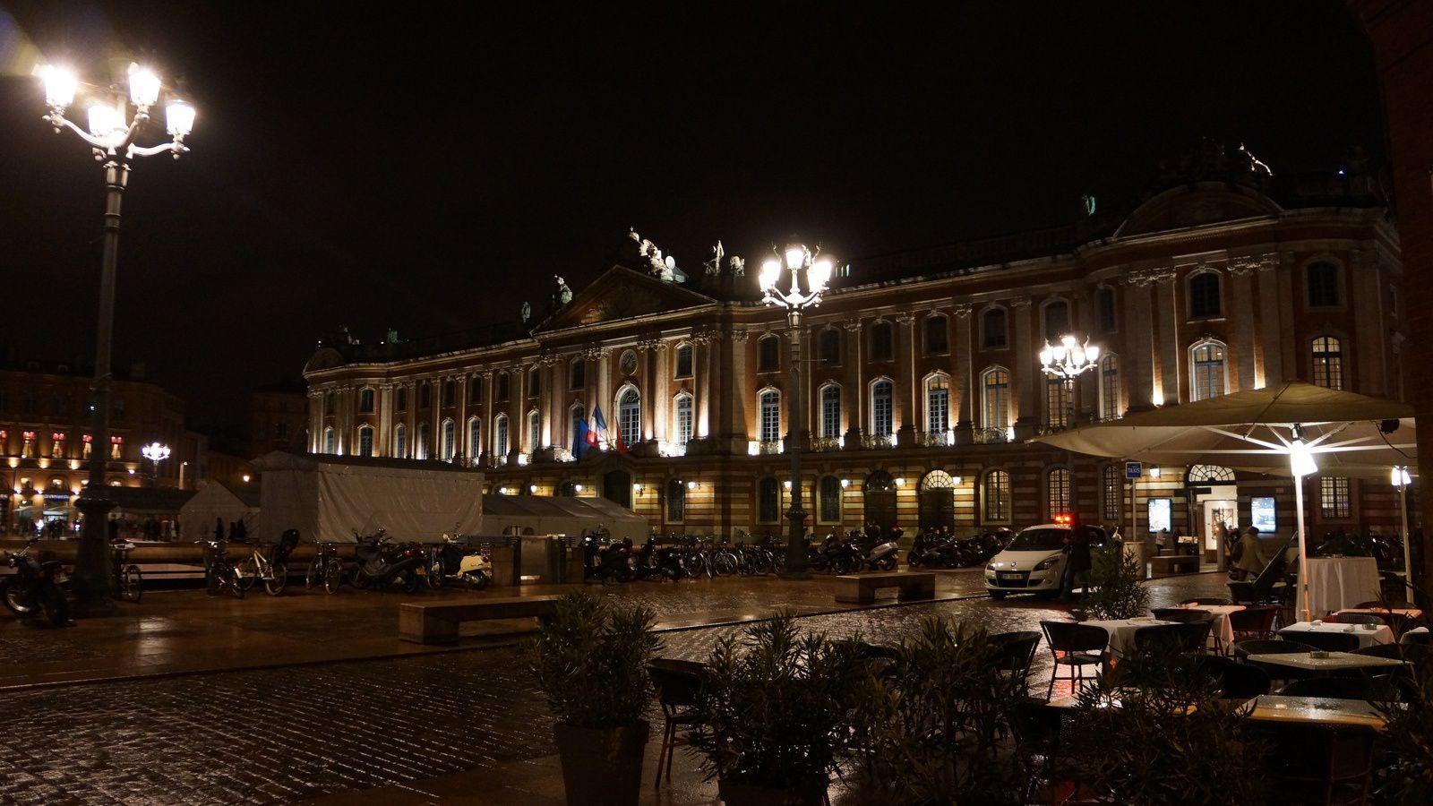 Place du Capitole, lieu de rassemblement naturel des Toulousains