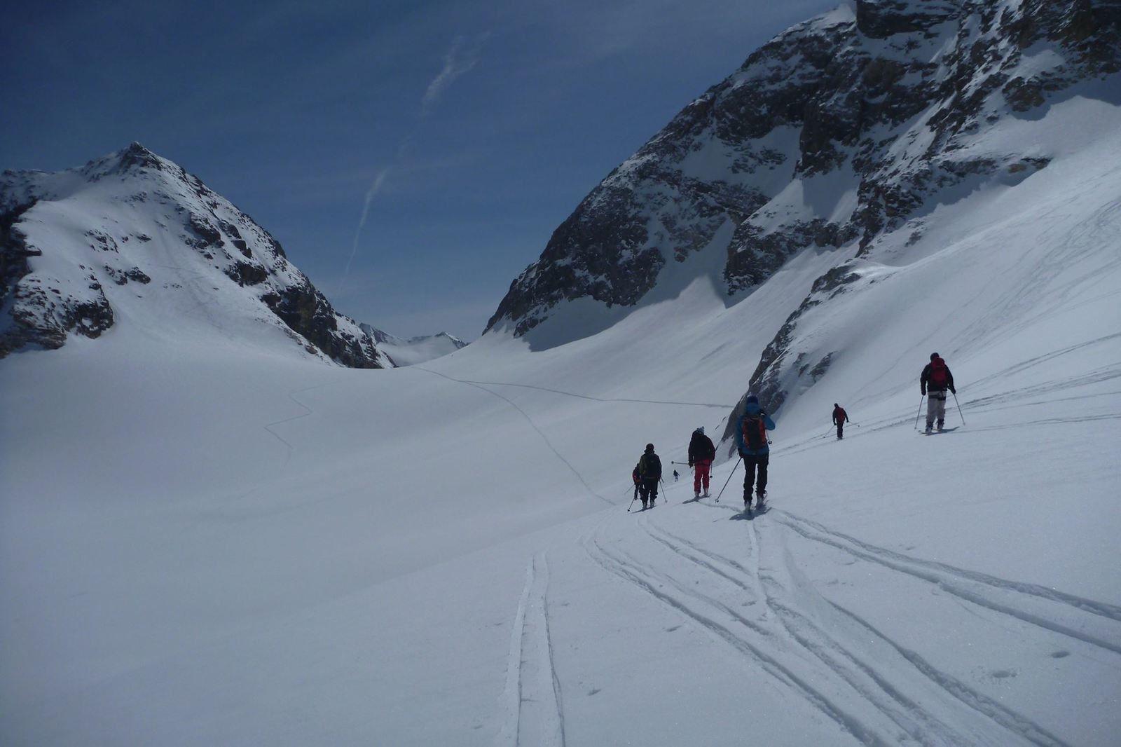 Ski de randonnée dans la Val d'Aoste - Italie    Nuits au refuge de Bénévolo (on y mange de trés bonnes pastas malgré l'isolement et les douches y sont chaudes !)