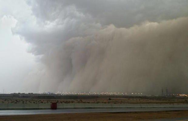 Surprenant, une tempête transforme le jour en nuit à la Mecque (vidéos)