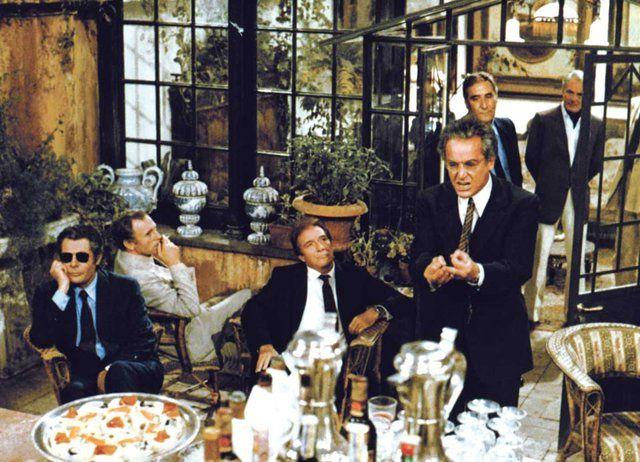 Trintignant, Gassman, Reggiani, Tognazzi, Mastroianni... tous réunis sur la Terrasse pour un repas avec au menu règlements de compte, amertume, dérision, humour et désillusion. Un régal à ne surtout pas manquer !