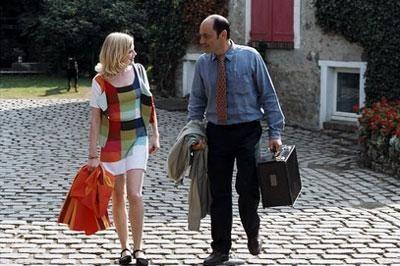 Entre Edith (Isabelle Carré) et Jacques (Jean-Pierre Bacri) pointent le désir de braver l'interdit, pour expérimenter le bonheur du plaisir extra-conjugal. Mais pour combien de temps ?