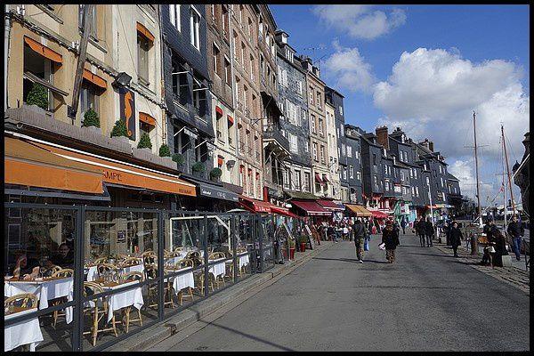Normandie pays de caux centre ville ruelles le for Piscine st valery en caux
