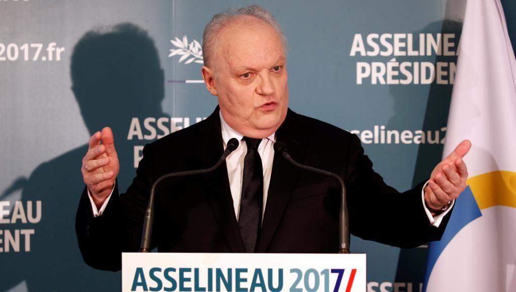François Asselineau présente sa candidature officielle à la présidence de la République et donne une conférence surl'état désastreux de la France tout en dévoilant ses propositions pour en sortir