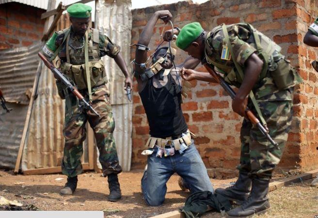 Centrafrique : Hollande évoque des fauteurs de troubles dotés « d'armes modernes »