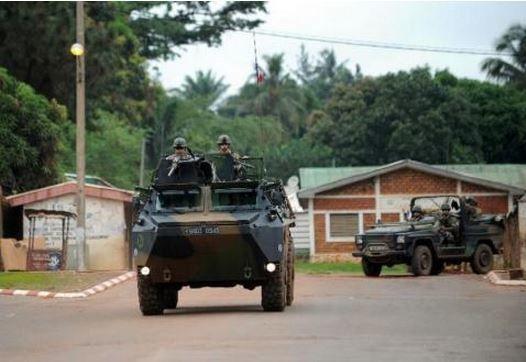 Centrafrique: les soldats français ont tué &quot&#x3B;cinq à sept&quot&#x3B; hommes armés dans le centre (état-major)