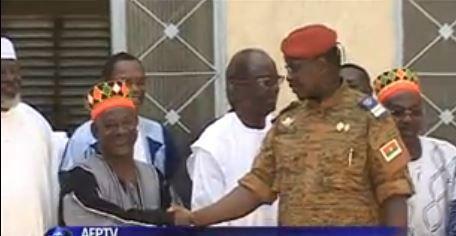 Burkina: le chef de la transition va remettre le pouvoir aux civils, selon un chef traditionnel
