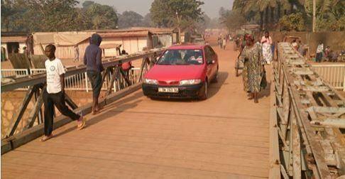 Bangui : L'Eufor-Rca baptise le pont de Sica2-Castor et promet de l'inaugurer le 29 janvier prochain