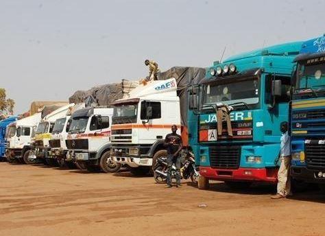 Agressés par des rebelles, les camionneurs du Cameroun menacent de bloquer la frontière avec la RCA