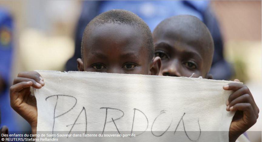 RCA: le pape François dans le camp de déplacés de Saint-Sauveur