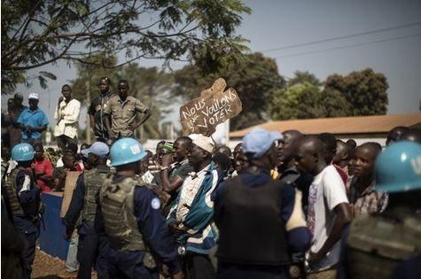 Référendum constitutionnel en Centrafrique: deux morts à Bangui, intimidations en province