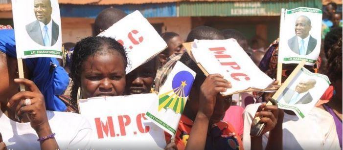 Des candidats à la présidentielle battent campagne dans plusieurs villes de province