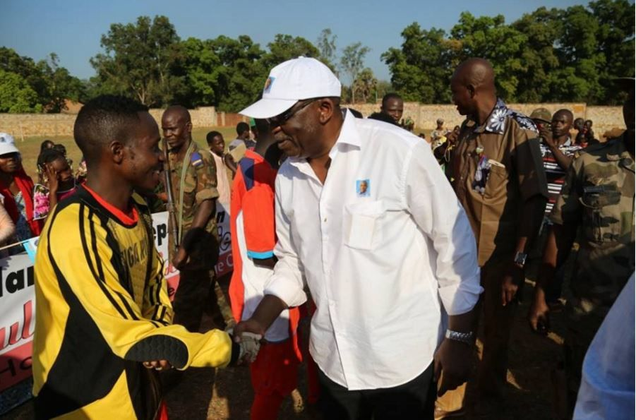 Le candidat Constant Gouyombia Kongba Zézé avec la jeunesse à Bambari (images)