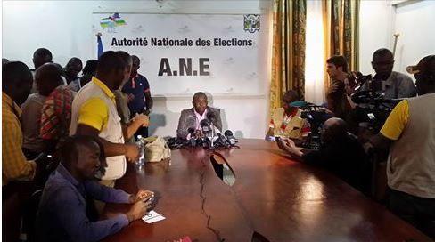 Présidentielle africaine: l'outsider Touadéra confirme son avance, selon des résultats partiels