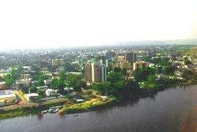 Combats à Brazzaville: incendie des commissariats de police, morts et déplacement des populations (témoins)