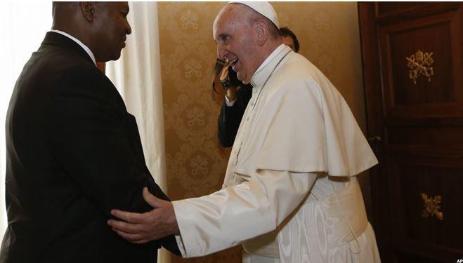 Centrafrique: le pape salue un &quot&#x3B;climat constructif&quot&#x3B; en recevant le nouveau président