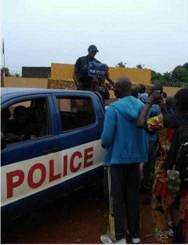 Lu pour vous : Roué de coups dans les rues de Bangui… pour le vol d'une plaque de rue