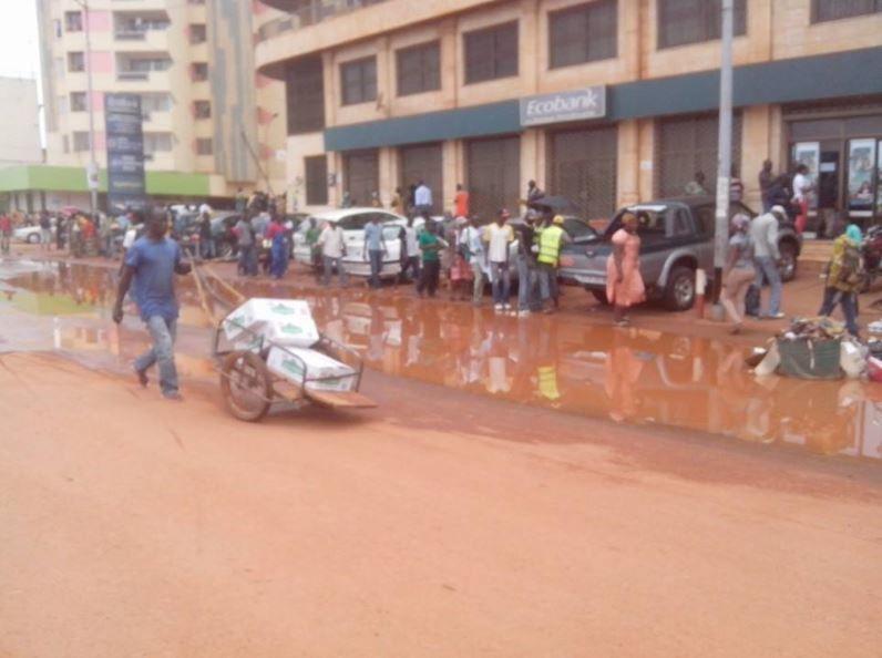 Bangui : Tas de &quot&#x3B;zendé&quot&#x3B; place de la République - Quelle ONG pourrait nettoyer le PK 0 ?