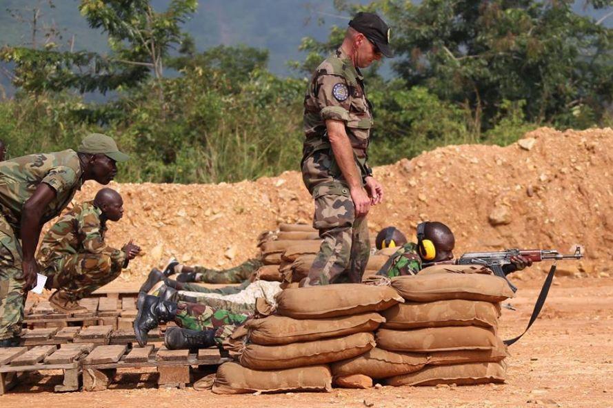 Premier exercice de tir des élèves officiers du Centre de Formation de Kassai depuis quelques années.