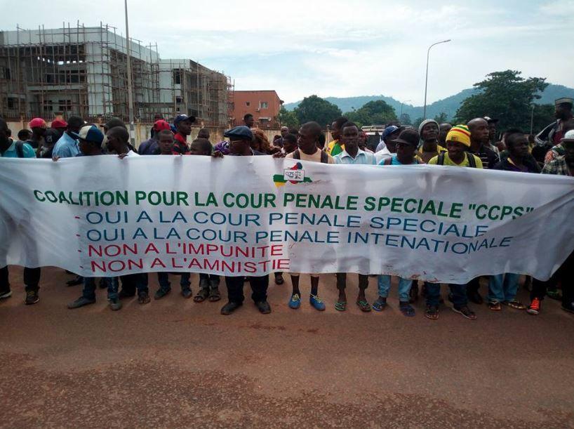 RCA : partis politiques et société civile marchent pour la fin des violences