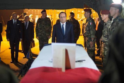 Hollande « absolument pas » en danger lors de sa visite à l'aéroport de Bangui